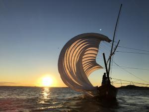 『観光帆引き船操業(夕景)』の画像