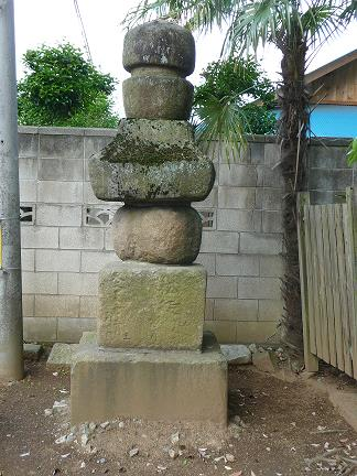石造五輪塔(中志筑) width=