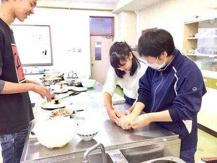 【記事】291126高校生会 料理、キャンドル2