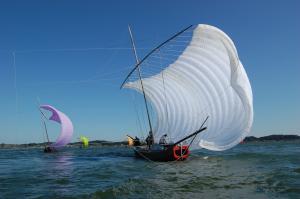 『七色帆引き船』の画像